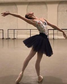 Ballet Dance Videos, Ballet Gif, Dance Tips, Ballet Dancers, Ballerina Dancing, Girl Dancing, Dance Flexibility Stretches, Dance Motivation, Ballet Pictures