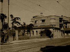 Mithatpaşa Caddesi Köprü Durağı, Özel Türk Koleji karşısı.
