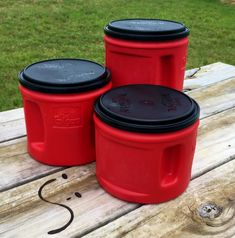 Repurposing an Empty Coffee Canister to a Cute, Country Bread Box Plastic Coffee Cans, Plastic Coffee Containers, Plastic Canisters, Food Containers, Plastic Container Crafts, Flour Canister, Coffee Canister, Canister Vacuum, Folgers Coffee Container