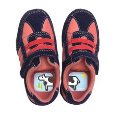 Shoezooz Educational Shoe Stickers (set of Which shoe goes on which foot? If your child is puzzled by left and right shoes, these animal puzzle stickers can help him learn to tell the difference! Baby Hacks, Mom Hacks, Life Hacks, Baby Tips, Teaching Kids, Kids Learning, Early Learning, Kids Labels, Back To School Hacks