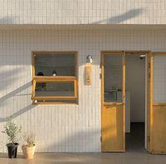 Se kai ideas coffee shop aesthetic lockscreens beige aesthetic แ ล ะ aesthe H Design, Cafe Design, Cafe Interior, Interior And Exterior, Yellow Interior, Interior Design, Coffee Shop Aesthetic, Aesthetic Shop, Images Esthétiques