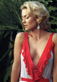 'Isabelle Londeree'  Kelly Carlson. I love her, her hair style...very Marilyn Monroe! And love this dress