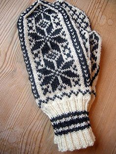 mittens - no pattern Baby Hats Knitting, Fair Isle Knitting, Knitting Charts, Knitting Socks, Knitting Patterns, Crochet Hats, Knitted Mittens Pattern, Sweater Mittens, Knitted Gloves