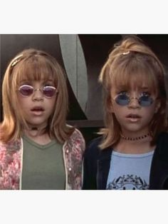 Ashley and Mary-Kate Olsen have been perfecting for 30 years .- Ashley und Mary-Kate Olsen perfektionieren seit 30 Jahren ihr Sonnenbrillenspiel… Ashley and Mary-Kate Olsen have been perfecting their sunglasses game for 30 years – and that shows – - 80s Aesthetic, Aesthetic Vintage, Aesthetic Photo, Aesthetic Pictures, Aesthetic Fashion, Autumn Aesthetic, Mary Kate Olsen, Rock Chic, Glam Rock