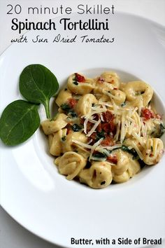 20-minute Skillet Spinach Tortellini with Sun-Dried Tomatoes. SO GOOD and SO FAST! #recipe #pasta