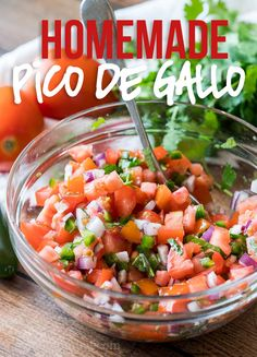This Super Easy Pico de Gallo Salsa is a super fresh and easy Mexican salsa topping that can brighten up any dish! This Super Easy Pico de Gallo Salsa is a super fresh and easy Mexican salsa topping that can brighten up any dish! Mexican Food Recipes, New Recipes, Cooking Recipes, Favorite Recipes, Ethnic Recipes, Easy Mexican Dishes, Mexican Appetizers, Seafood Recipes, Clean Eating Snacks