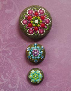 steine bemalen idee mandala punkte pastelltoene