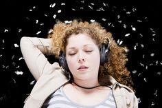 Son conocidos algunos de los efectos que la música puede provocar en las personas y no es necesario ser ningún científico para comprobarlo. Una canción triste puede provocarnos una sensación de terrible angustia hasta llevarnos al llanto, y una canción alegre puede levantar nuestro ánimo y hacernos sentir sensac