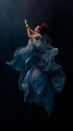 The Best Creative Images WebSites RUNWAY MAGAZINE Ilse Moore is one of the most creative and amazing underwater fashion photographers I have seen in the industry. She inspires so many ideas in my underwater creations!