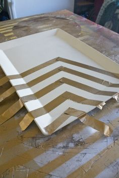 DIY metallic chevron tray with foil, spray paint and Mod Podge.thinking of doing this with a tray, tape, and metallic paint I have hanging around. Gold Spray Paint, Metallic Paint, Metallic Gold, Home Spa Decor, Diy And Crafts, Arts And Crafts, Mod Podge Crafts, Painted Trays, Dollar Store Crafts