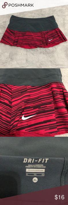Women's Nike tennis skirt / skirt Super cute Pleated Nike tennis skirt. This skirt is ruffled and pleated. Very flattering. Gray shorts underneath. Like new excellent condition. Nike Skirts
