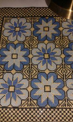 Gallery.ru / Фото #67 - 4 - ergoxeiro Cross Stitch Embroidery, Cross Stitch Patterns, Needlepoint Pillows, Crochet Tablecloth, Needlework, Bohemian Rug, Arts And Crafts, Carpet, Knitting