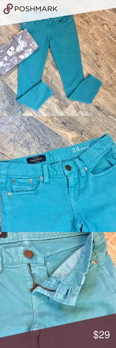 J Crew Toothpick Ankle Skinny Jeans Teal sz 24 Toothpick skinny ankle jeans from J. Crew in teal. Bright pop of color in EUC - light wash wear. Approx measurements when laid flat = 26 in inseam, 14 in straight across at waist, 7 in rise, 5 in leg opening. Keep it colorful with teal J. Crew skinny jeans! J. Crew Jeans Skinny