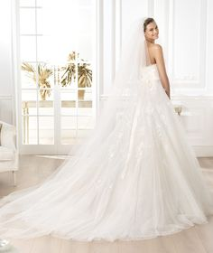 Pronovias presents the Liceria wedding dress. Glamour 2014. | Pronovias