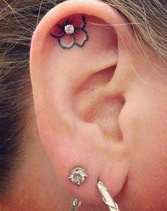 I would never get a tattoo in my ear but this piercing-tattoo combination is so cute.