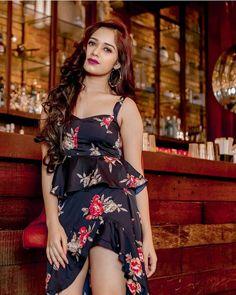 Jannat Zubair Rahmani looks absolutely gorgeous🖤🌺🖤🌺 Cute Girl Photo, Girl Photo Poses, Girl Photos, Stylish Girl Images, Stylish Girl Pic, Cute Celebrities, Bollywood Celebrities, Beautiful Bollywood Actress, Beautiful Indian Actress