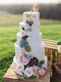 Hot new wedding trend: Pantone colours 2016. Floral wedding cake #weddingcake #pantone