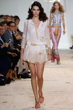 Kendall Jenner takes the catwalk by storm at Diane Von Furstenberg's NYFW show | Daily Mail Online