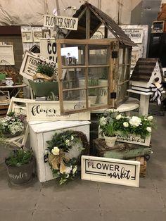 Craft Fair Displays, Flea Market Finds, Booth Ideas, Craft Fairs, Ladder Decor, Garden, Flowers, Crafts, Home Decor