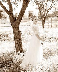 Romantic wedding dress with half sleeves.