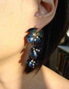 Xiaojia Wang (JIA style on Etsy) -   Single Earring - titanium, freshwater pearls, 22k yellow gold, 22k white gold