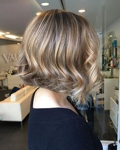 On short hair Free hand painting Balayage w / hair cut styling Miss Medium Short Hair, Medium Hair Styles, Short Hair Styles, Cut And Style, My Style, Hair Painting, Free Hair, Hair Pictures, Hair Cuts