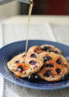 Healthy Pancakes made in the blender with oatmeal, yogurt, banana and an egg! Easy to make, filling and with 13g of protein per serving!