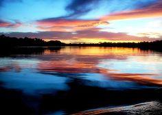 Amazonas river en la frontera entre Perú, Colombia y Brasil en el estado colombiano de Amazonas.