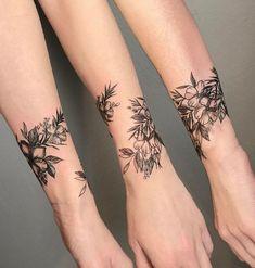 Mini Tattoos On wrist; beautiful tattoos 30 Mini Tattoos On Wrist Meaningful Wrist Tattoos Mini Tattoos, Trendy Tattoos, Unique Tattoos, Beautiful Tattoos, Body Art Tattoos, Sleeve Tattoos, Tatoos, Sexy Tattoos, Tatto Unique