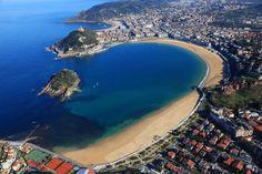 ¡¡¡¡¡ Pero que belleza.....la playa de la Concha y en el centro,su perla....La isla Santa Clara......!!!!!!!