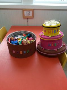 Birthday cake with birthday treats for kids to pick 3 Year Old Birthday Cake, Twin Birthday Cakes, Birthday Treats, Birthday Celebration, Happy Birthday, Class Birthdays, Fake Cake, Work Party, Craft Activities For Kids