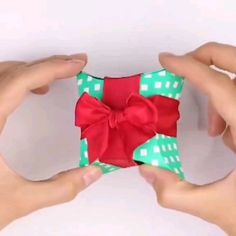 DIY jewellery pillow box tutorial - packaging for earrings / small pendant etc Diy Crafts For Gifts, Diy Home Crafts, Diy Arts And Crafts, Diy Crafts Videos, Creative Crafts, Fun Crafts, Crafts For Kids, Paper Crafts, Cute Gift Boxes