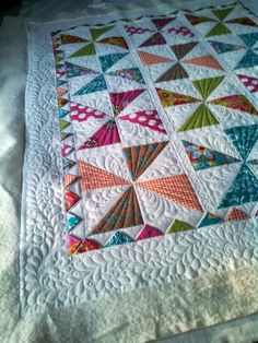 Beautiful quilting on this pinwheel quilt and it has prairie points. Love it!!!!!