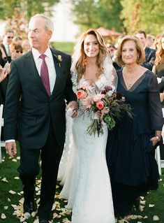 New Jersey Golf Course Wedding, Pnina Tournai Dress, Dahlias and Roses, Lindsay Madden, www.snippetandink.com