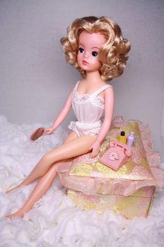 Vintage vtg Sindy Pedigree doll blonde curls