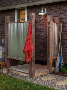 Simple, rustic outdoor shower but gets the job done! Simple, rustic outdoor shower but gets the job done! Simple, rustic outdoor shower but gets the job done! Outdoor Baths, Outdoor Bathrooms, Outdoor Rooms, Outdoor Living, Outdoor Kitchens, Country Bathrooms, Simple Outdoor Kitchen, Lakeside Living, Outdoor Dog