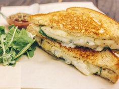 Croque à la poire et au fromage bleu Salmon Burgers, Sandwiches, Good Food, Lunch, Vegan, Ethnic Recipes, Wraps, Pear, Lemon