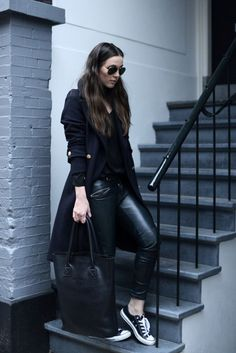 all black outfit casual - Outfits ta Stylish Winter Outfits, Winter Outfits Women, Fall Outfits, Casual Outfits, Cute Outfits, Ladies Outfits, Fall Dresses, Zara Outfit, Outfit Zusammenstellen
