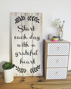 'Start each day with a grateful heart' grey and white distressed pallet sign. thevintagepallet@mail.com