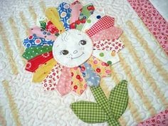 Louanne I thought this would be a way to do Jan's beautiful project in a whimsical way. Dresden plate made into a flower would love great on a little girl's quilt Quilt Baby, Baby Girl Quilts, Girls Quilts, Quilt Pillow, Dresden Quilt, Quilting Projects, Quilting Designs, Sewing Projects, Dresden Plate Patterns