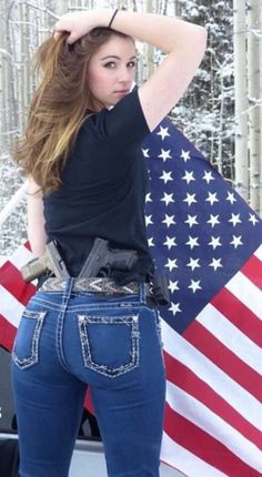 Girls and guns Jean Sexy, Military Women, Military Soldier, Female Soldier, N Girls, Sexy Jeans, American Women, Country Girls, Sexy Women