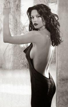 Catherine Zeta Jones : Wet