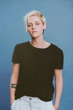 Kristen Stewart (photo unattributed) love we not choose Kristen Stewart Style, Kristen Stewart Cheveux Courts, Kristen Stewart Short Hair, Kristen Stewart And Stella, Kristen Stewart Fashion, Kristen Stewart Hairstyles, Robert Pattinson, Pretty People, Beautiful People
