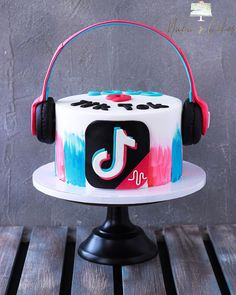 14th Birthday Cakes, Candy Birthday Cakes, Creative Birthday Cakes, Birthday Party Design, Creative Cakes, Bts Cake, Cake Day, Butterfly Cakes, Cute Desserts