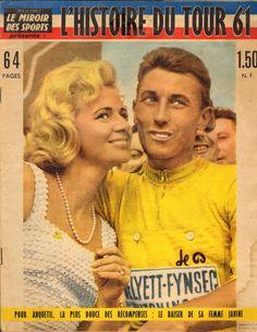 Tour de France 1961. 21^Tappa, 16 luglio. Tours > Parigi. Parc des Princes. Jacques Anquetil (1934-1987) riceve il bacio della sua compagna Janine Boeda (1928) [L'Histoire du Tour 61 - Le Miroir des Sports] (www.cyclingpassions.eu)