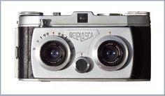 """Stereokamera, »Belplasca«, Dresden um 1955 Sucher-Stereo-Kamera, 35mm Kleinbildfilm, Stereoteilbild: 24 x 30 mm (H x B),  Objektivabstand: 63,7 mm, Carl Zeiss Jena Tessar 3,5/37,5 Blende: 3,6 – 16, Fokus: 1m bis unendlich, Belichtungszeiten: 1s – 1/200s und """"B"""" Blitzkontakt: X"""