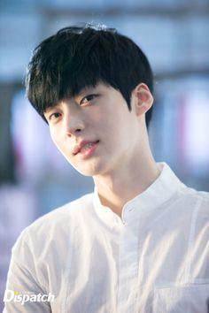 cr. to my hyeon Ahn Jae Hyeon for Clarisonic