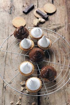 chocOlate marshmallow ghosts