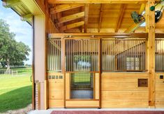 Dream Stables, Dream Barn, Horse Stables, Horse Farms, All The Pretty Horses, Beautiful Horses, Farm Animals Pictures, Small Horse Barns, Barn Stalls