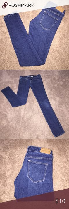 H&M skinny, low rise, EUC jeans 🖤🖤🖤 H&M, skinny, low rise jeans in excellent condition. All seams, stitching, belt loops intact. Cuffs intact. No stains or holes. Really cute!!  Rise 6.5. 🖤🖤🖤 H&M Jeans Skinny